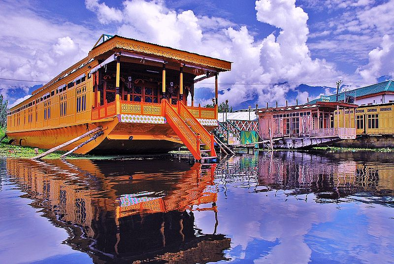 srinigar house boat dal lake